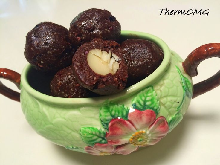Raw Crunchy Brownie Balls - ThermOMG