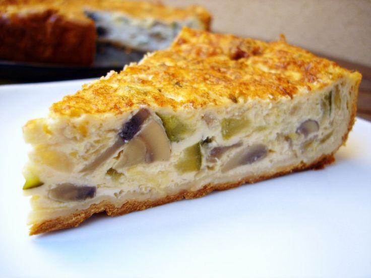 Esta receta de quiché de champiñones es un delicioso tipo de tarta salada, que está mejor de un día para otro.