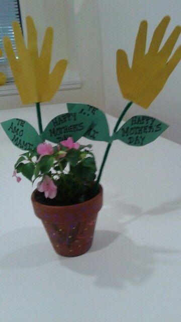 Florecitas con manos