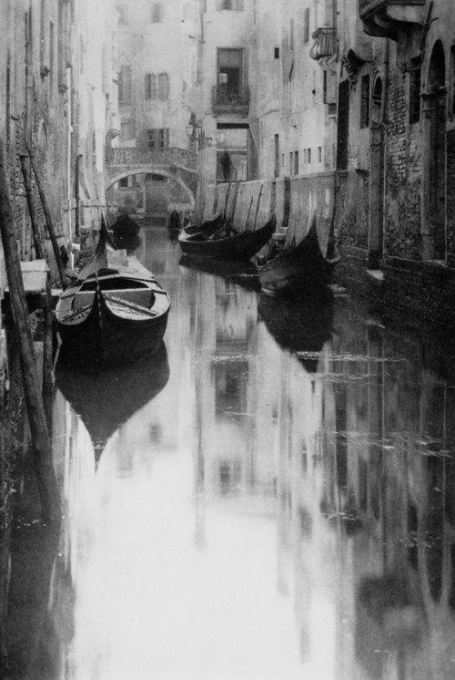 Venetian Canal, 1894  Photo: Alfred Stieglitz.