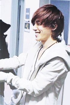 If he keeps on smiling like this, I'll be dead.