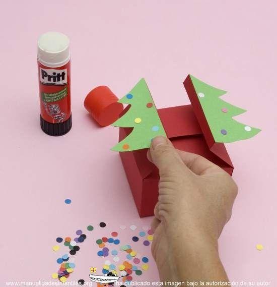Cajas de regalo para imprimir y armar: http://www.manualidadesinfantiles.org/cajas-de-regalo-para-imprimir-y-armar/