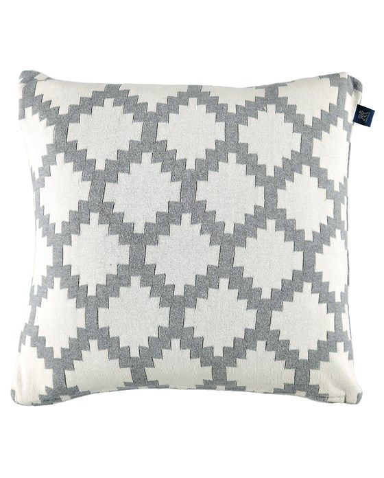 A jacquard woven soft pillow case in fine cotton quality with 2 different sides. Size 45x45 cm.