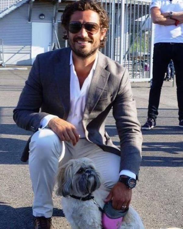 Prince Carl Philip of Sweden was photographed in Lindköping in southern Sweden on August 9 posing with a pooch. Wearing a casual light colored pants and button down with a grey blazer and aviator sunglasses.