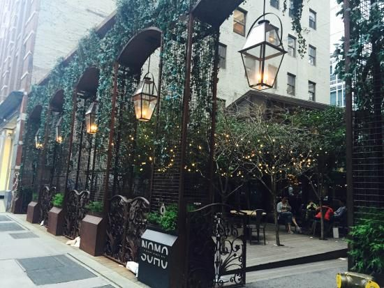 NOMO SOHO Hotel - small walkway by the hotel to enjoy a coffee