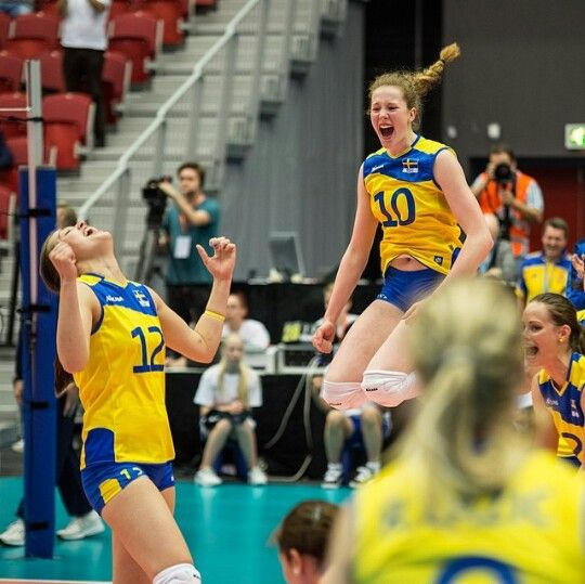 Sweden - Norway 3-1 at the European Championship Qualifying Round. No. 10 Isabelle Haak, the incredibly talented 15-year-old spiker!