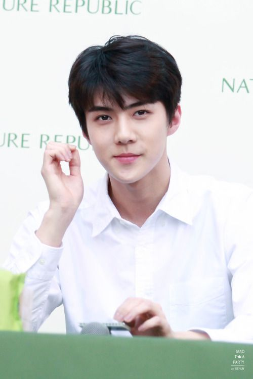 Sehun - 160308 Nature Republic Bangkok fansign Credit: Mad Tea Party.
