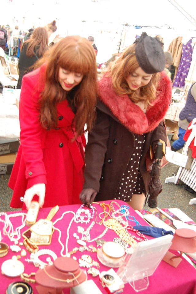 Vintage shoppers at Hay-on-Wye