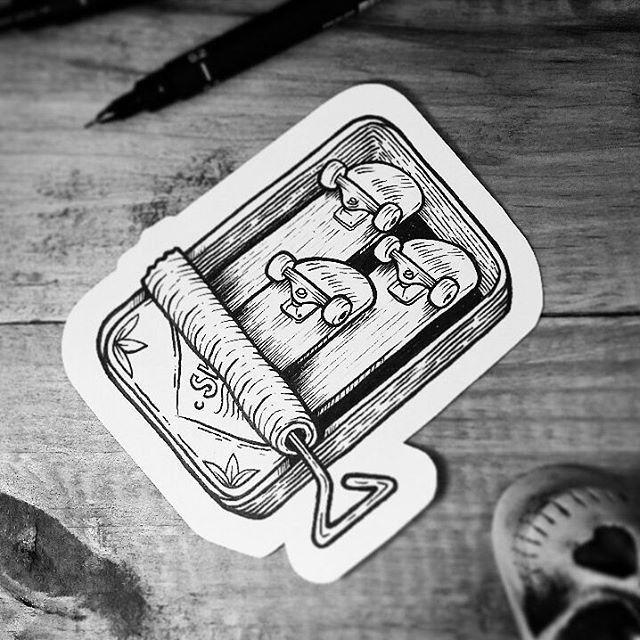 Desenho de shapes de skate dentro de latas de sardinha em preto e branco.  #desenho #drawing #art #arte #pretoebranco #skate #shape #latadesardinha
