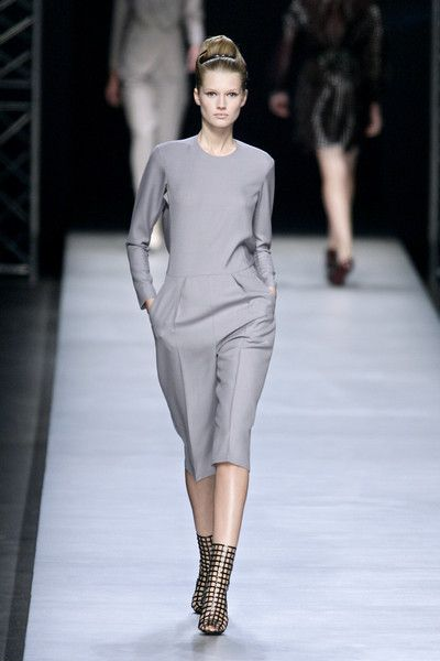 Yves Saint Laurent at Paris Fashion Week Spring 2009 - Runway Photos