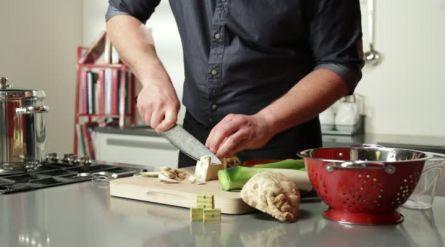 Selderijsalade met citroen-yoghurtdressing - Recept - Allerhande - Albert Heijn