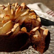 Torta morna de <span>chocolate</span> e peras