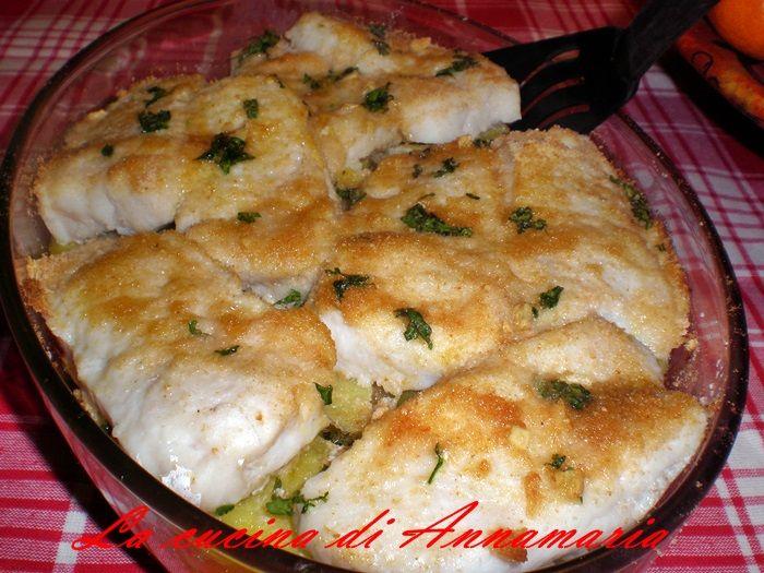 Filetti di merluzzo gratinati al forno con patate, un ottimo piatto unico
