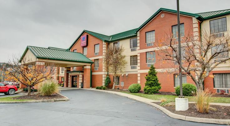 Comfort Suites Coraopolis Robinson Township The Comfort Suites in Coraopolis, Pennsylvania is 10 minutes' drive from the Pittsburgh International Airport and 11 miles from the Pittsburgh city centre.  The hotel offers a continental breakfast each morning and guests can swim in the indoor pool.