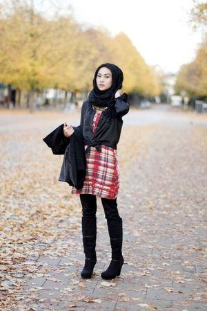 Tartan / plaid dress mixing black shirt. For you hijab style inspiration