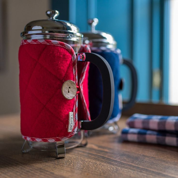 A exclusive Inchyra product, we make these brilliant Cafetiere Covers from quilted Yorkshire merino wool. Why wool? Because it's Nature's insulator - anything with a woolly coat stays warm - and we've found it is excellent for keeping coffee warm too.
