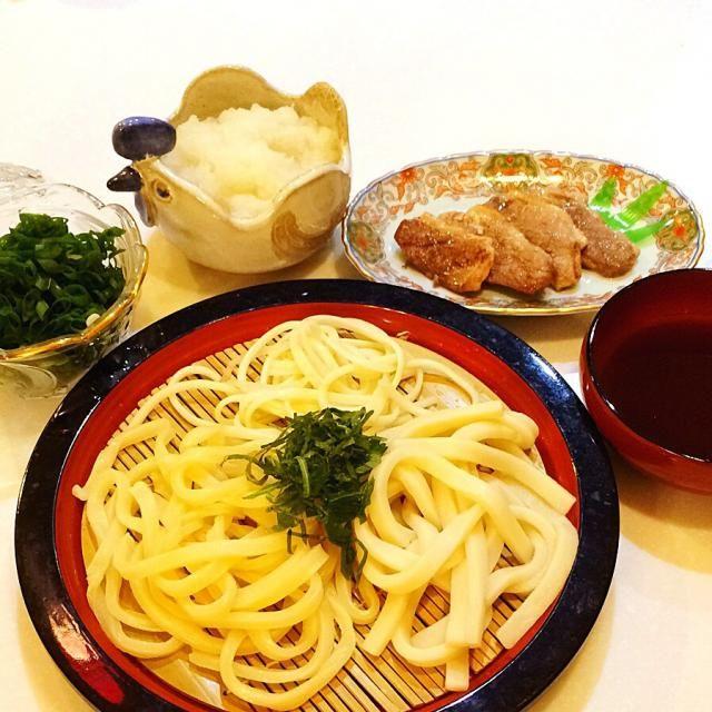仕事が終わってからの買い出し。 鴨肉がお得だったので、おろしうどんでサッパリと。三種類のうどんをゆでてみました。吉田のうどん、讃岐のうどん、岡部のうどん。やっぱり讃岐が美味しかったかな。 - 16件のもぐもぐ - おろしうどん by yumenimishi101