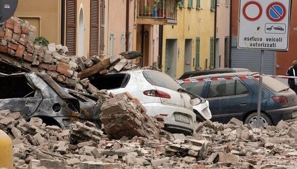 Ayer, un sismo de 5,8 grados en la escala de Richter afectó el norte de Italia. Según presidente Monti, todo está bajo control. Ver más en: http://www.elpopular.com.ec/53710-italia-vuelve-a-temblar.html?preview=true