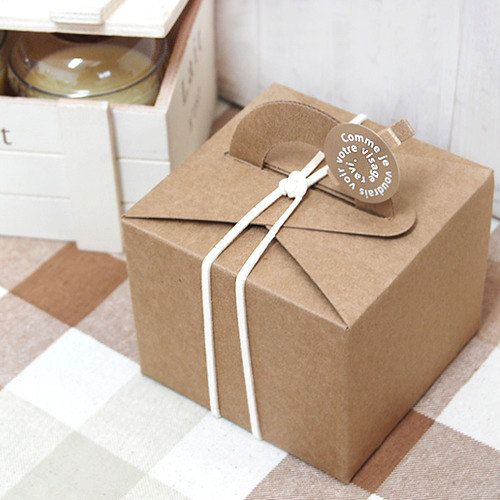 5 Kraft Tote Bakery Boxes - Collapsible. $8.50, via Etsy.