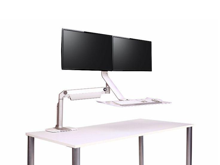 Humanscale QuickStand Lite QSLSCC Sitz-Steh-Halterung 2 Monitore  Schnittig, robust und kinderleicht in der Bedienung. Der Humanscale QuickStand Lite QSLSCC Monitorständer für zwei Bildschirme in der Farbe silber-weiß ist die ultimative Sit-Stand-Lösung für neue und bereits bestehende Arbeitsplätze. Einfach mit einer Tischklemme an bereits vorhandene Arbeitsplätze anzubringen.