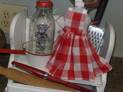 red and white checked mini apron: Red And White, Shower Party, Country Clutter, Mini Apron, Checked Mini, Shabby Chic, Bridal Shower, Sewing Ideas, Loving Gingham