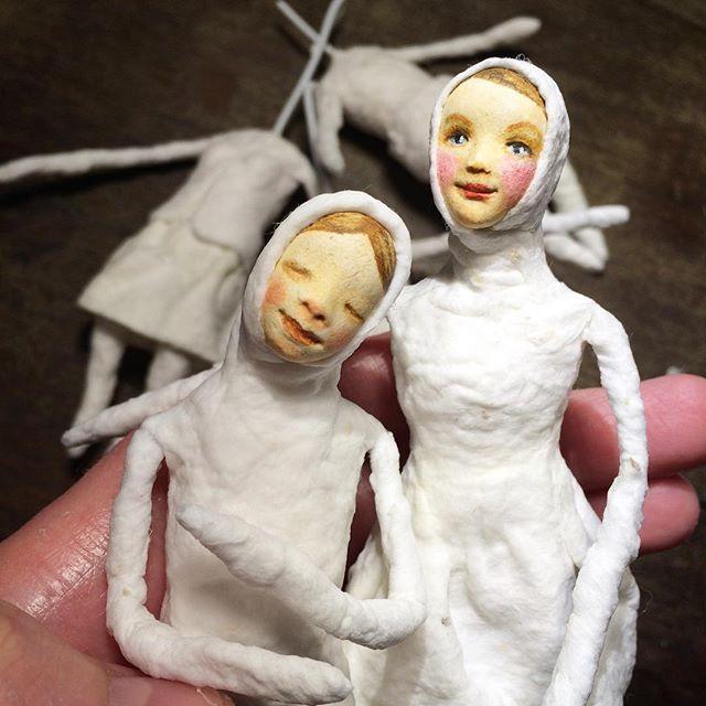 Колдую над моими ватными куколками)) они оживают��...