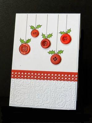 simpel kaartje met knoopjes en een getekend hulstakje een kantje en wat gedecoreerd papier