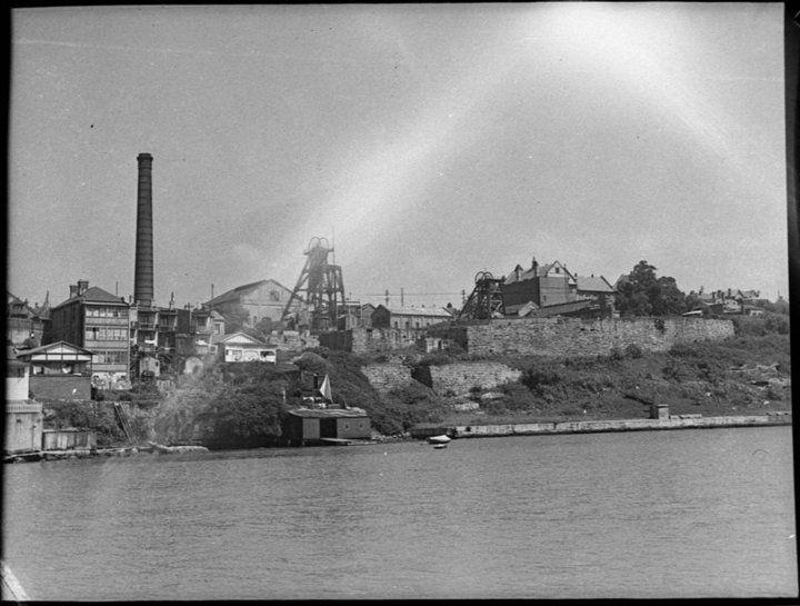 Balmain coal mine 1950. NB Birchgrove Primary School at right.