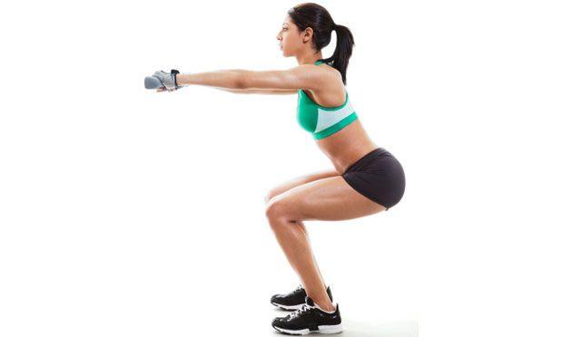"""Os movimentos recomendados pela fisiologista americana Amy Dixon aceleram a queima de calorias em até 13%. A supersérie, que consiste em executar dois exercícios sem intervalo entre eles. Além de turbinar seu metabolismo, você continuará a queimar calorias até 16 horas após deixar a academia, segundo estudo da Universidade Estadual do Colorado. Tem problemas no joelho, siga as recomendações do consultor de fitness Flavio Settani: """"Use um step mais baixo e diminua a amplitude dos…"""