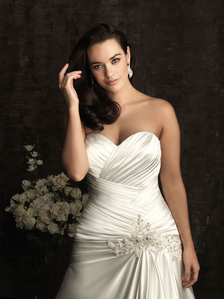 curvy brides | For a more voluptuous bride, minimizing the hips while drawing ...