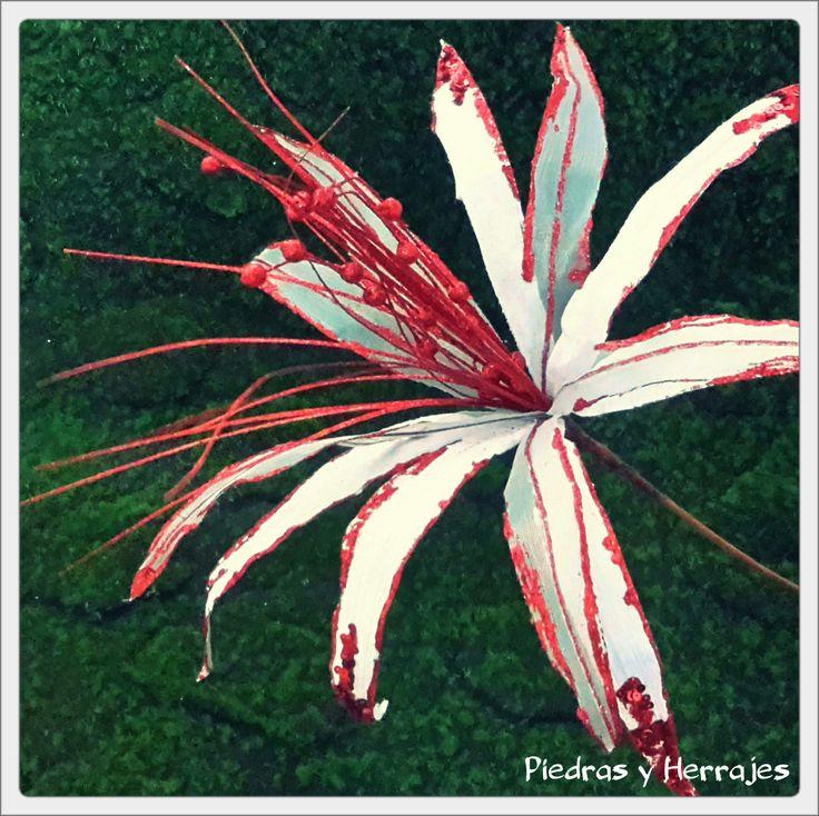 Flor delgada Blanca 50x64 cm  Ref: 65-537  Cel.3127994768 Cristina Tel.511 78 17 Medellín-Colombia