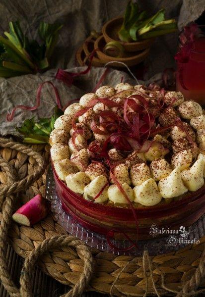 """Этот торт был приготовлен для моего мужа в день его рождения. Решила пойти нестандартным путем и выбрала ревень в качестве """"фруктовой"""" основы, хотя ревень…"""