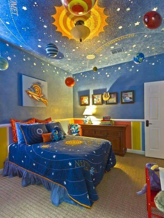 Görüntünün olası içeriği: yatak odası ve iç mekan