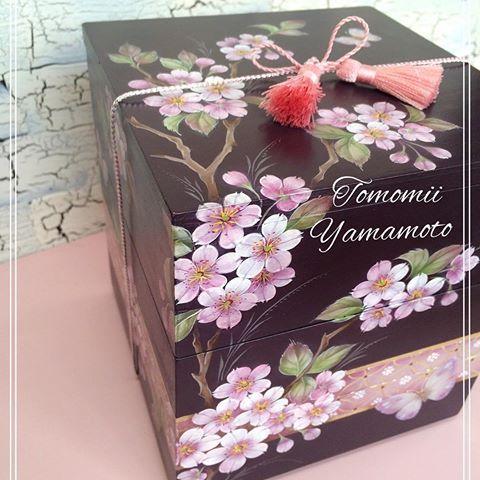 В самом сердце Токио в Cherry цветения цветок объявили за это если вы решить эту проблему на некоторое время, везде вы идете вишни-это удовольствие. Друзья из вишни фото, тоже! Ямамото, Томоми оригинальной русской живописи. Вишня гнездо коробки. Ханами, чтобы сопровождать это окно?  #Вишня#Сакура#просмотр#Ханами#весна#весна # цветы#краски#вся#коробка#розовый#Черри блоссом просмотра карты#Черри блоссом метизы #цветение объявление#cherryblossom#tolepainting#живопись#весна#цветок#каваи