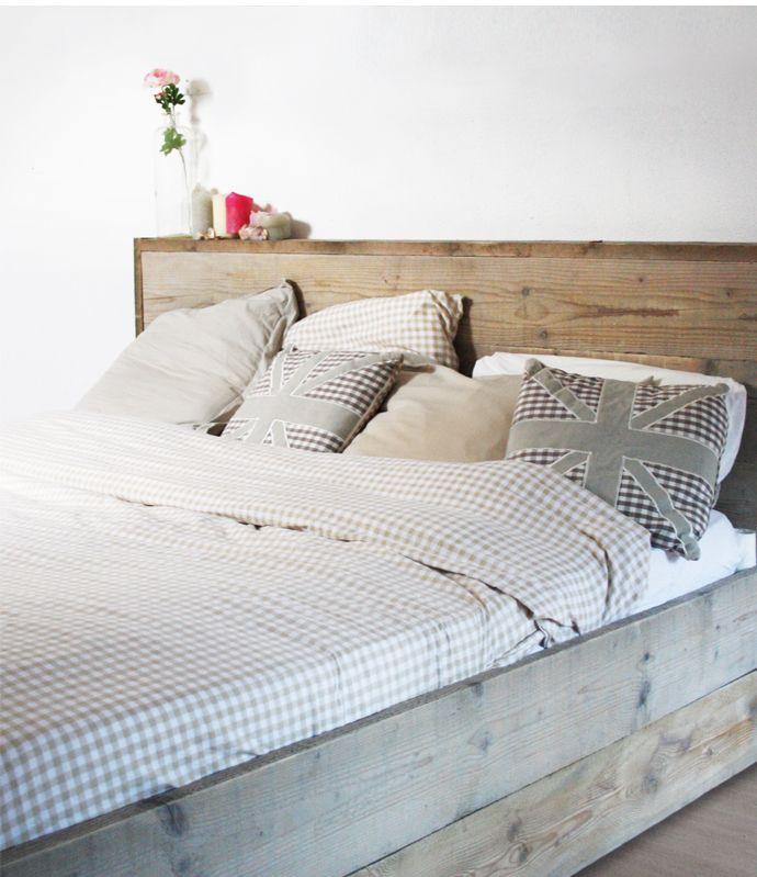 Bed van steigerhout! Te koop! mail: info@studio-87.nl