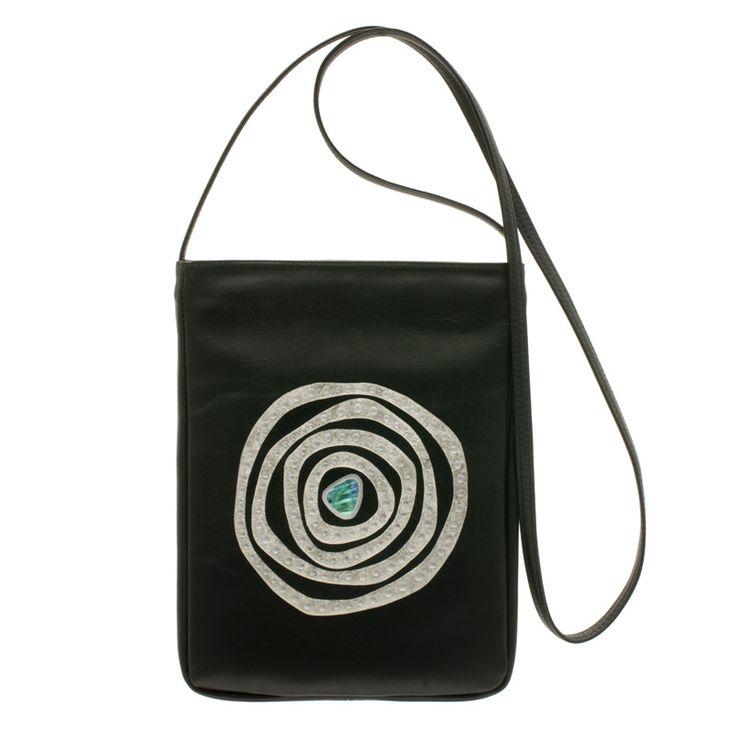 身につける漆 蒔絵 ショルダーバッグ セコンドロングバッグ 銀の迷宮 プラチナ箔 伝統の技と技術を生かし、おしゃれにかつスタイリッシュに日本の伝統とともに何時も身につける喜び、そして機能的に携帯できるファッションアイテム wearable MAKIE bag second long shoulder bag Silver Labyrinth platinum 人気の「迷宮シリーズ」シックな黒の牛革に描かれた渦、オパールの華やかさを添える美しい螺鈿。財布と小物、スマートフォンやiPad miniなどを持ち歩くのにも重宝します。  #蒔絵バッグ #牛革ショルダー #ショルダーバッグ #銀の迷宮 #日本の伝統  #leatherbags #shoulderbag #Labyrinthbag #Pochette #fashionable #お洒落なバッグ #ポシェットタイプ #ウェアラブル蒔絵 #WearableMAKIE #坂本これくしょん