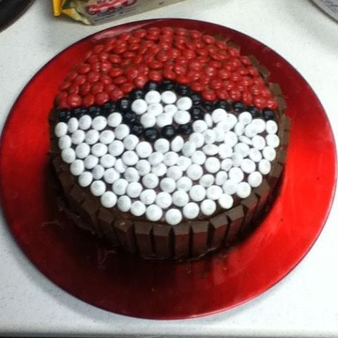Kit Kat pokeball cake