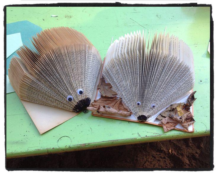 #Egels maken van oude #boeken. Leuk om #samen te doen thuis of bij ons op het #atelier met lekkers erbij tijdens een #feestje bijvoorbeeld! Vanaf €5.- per kind. Mail voor meer informatie naar info@stiksels.com