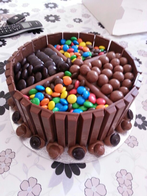 Garrys bday, think I am gonna do this with his fave lollies.....Kit kat cake