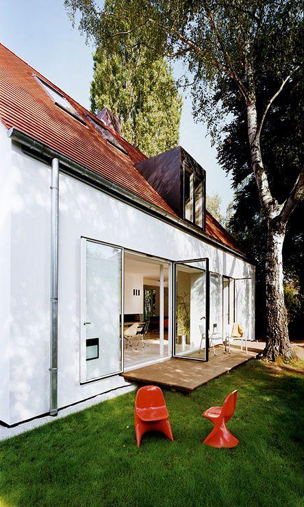 Umgebautes Siedlungshaus: Bodentiefe Wärmeschutzfenster – Katja-Eva Espach