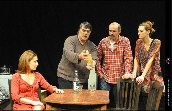 Το Κρατικό Θέατρο Βορείου Ελλάδος παρουσιάζει το Σάββατο 15 Μαρτίου, στο θέατρο Αντιγόνη Βαλάκου, την παράσταση «Ο Έβρος απέναντι», των Θανάση Παπαθανασίου & Μιχάλη Ρέππα, σε σκηνοθεσία Γιώργου Κωνσταντίνου, το οποίο ανεβαίνει για πρώτη φορά στο ΚΘΒΕ. Σε συνέχεια των πετυχημένων παραστάσεων στο θέατρο της Μ. Λαζαριστών, το Κ.Θ.Β.Ε πραγματοποιεί χειμερινή περιοδεία σε πόλεις της Βόρειου Ελλάδας.