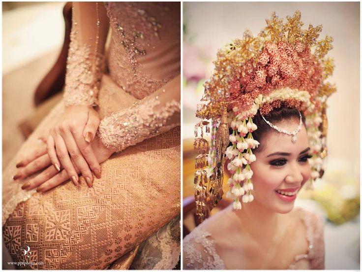 Pastel Minang and Javanese Wedding of Yovika and Andro - Yovika3