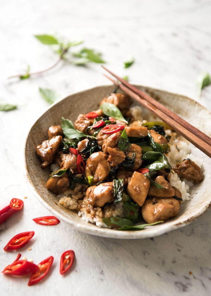 Una auténtica receta de Chile tailandés albahaca pollo, al igual que lo que se obtiene a partir de los mejores restaurantes de comida tailandesa!  www.recipetineats.com | https://lomejordelaweb.es/