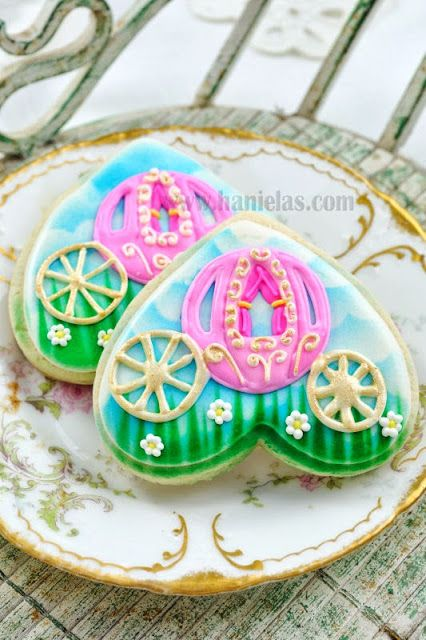 Haniela's: Princess Carriage Cookies. Love the clouds!