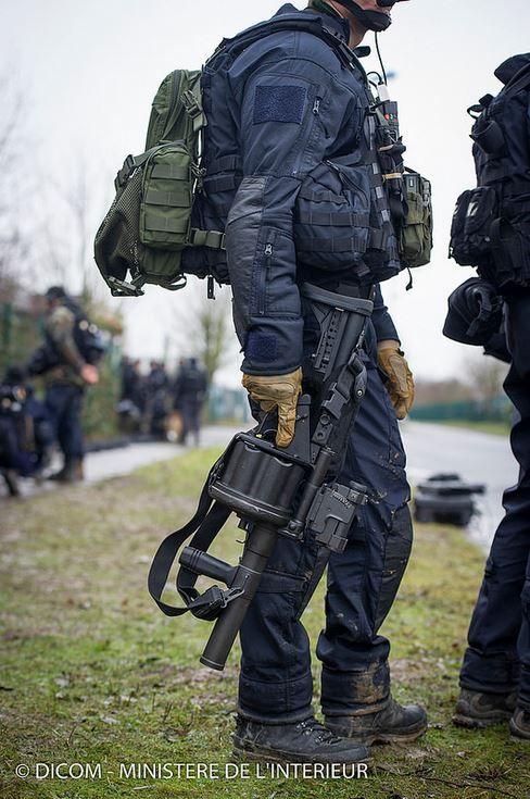GIGN (anti-terrorism unit) in Dammartin-en-Goëlle