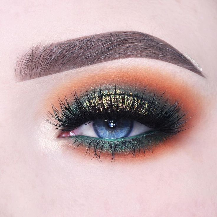 @AnneloesDebets brings us a little fall time flashback with these warm orange hues! Shop the shades she used in this look through the link in the bio! Peach Smoothie, Chickadee, Morocco, Enchanted Forest, Epic, Legend and Telepathic