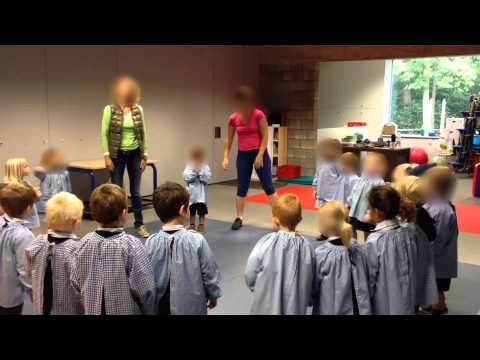 Peuter en kleuterschrijfdans 1 zandbergje dans - YouTube