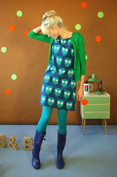 Wunderschönes aufwendiges Kleid aus 100% selbstentworfener Baumwolle mit einem Eulenmuster in blau-grün-Tönen. Es ist gefüttert. Es hat Taschen und...