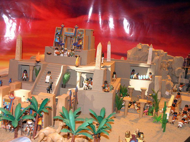 Belén de Playmobil de Tomares La localidad sevillana de Tomares expone de nuevo en la sala de exposiciones de su ayuntamiento el belén de Playmobil más grande de España, con cerca de 60 m² de...