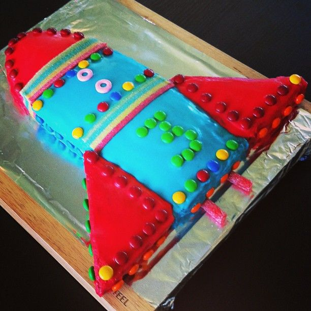 Rocketship cake #rocketshipcake #rocketcake #kidsbirthdaycakes #birthdaycake